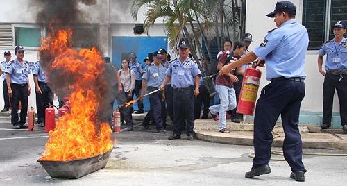 PMV diễn tập các tình huống cháy nổ